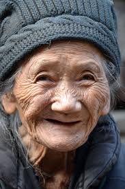 Mamie Rose is een gepensioneerde vrouw die dagelijks in het ziekenhuis komt om de kinderen gezelschap te houden. Zo doet ze dat ook bij Oscar en ze bouwen een goede band op.