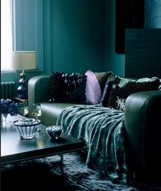 Le salon bleu canard en décoration Style Deco, Decoration, Lounge, Couch, Furniture, Home Decor, Light Wood Flooring, Patterned Carpet, Blue Patterns