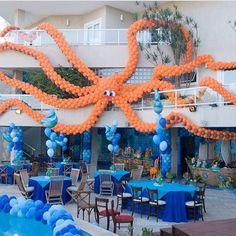 Giant ballon octopus