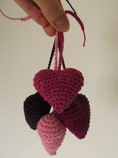HaakYdee: Mini 3D hartjes haken voor Valentijn/ crocheted hearts