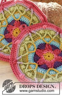 """Colourful Spring - DROPS Easter: Crochet DROPS pot holders with star in """"Paris"""". - Free pattern by DROPS Design"""
