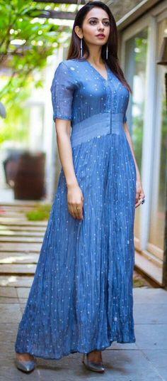 Rakul Preet Singh in Tilla Jumpsuit ★ Desipixer ★ Most Beautiful Indian Actress, Beautiful Actresses, Fashion Designer, Bollywood Fashion, Bollywood Actress, Stylish Girl Pic, Lakme Fashion Week, India Beauty, Timeless Fashion