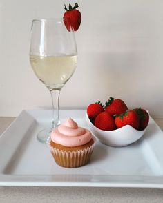 Strawberry moscato cupcakes Strawberry Moscato, Cupcake Cakes, Cupcakes, Pudding, Desserts, Food, Meal, Cupcake, Custard Pudding