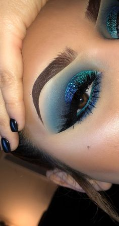Gorgeous Makeup: Tips and Tricks With Eye Makeup and Eyeshadow – Makeup Design Ideas Blue Eyeshadow Makeup, Teal Makeup, Blue Eyeshadow Looks, Makeup Eye Looks, Colorful Eye Makeup, Eye Makeup Tips, Cute Makeup, Gorgeous Makeup, Pretty Makeup