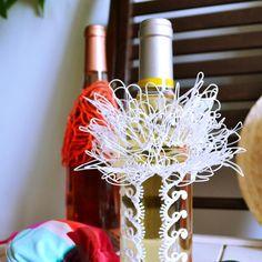 Customize your wine bottles for reception like no other Personnaliser une bouteille de vin au stylo 3D par Maypop Studio #diy #craft #handmade #3DPen #3DCreation #stylo3D