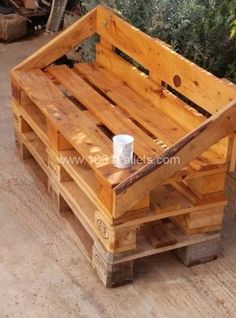 Wooden Pallet Furniture Outdoor Pallet Sofa bull 1001 Pallets The idea was to build a sofa for my office patio so I made it with repurposed wooden pallets. - The idea was to build a sofa for my office patio, so I made it with repurposed wooden pallets. Wooden Pallet Projects, Wooden Pallet Furniture, Pallet Sofa, Pallet Crafts, Furniture Ideas, Outdoor Furniture, Pallet Seating, Outdoor Seating, Pallet Patio