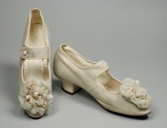1892, America - Pair of Woman's Bar Shoes (Wedding) - Suede, sueded leather, silk gauze, silk satin