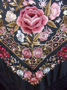 Folk Embroidery, Japanese Embroidery, Embroidery Patches, Embroidered Towels, Embroidered Clothes, Embroidery Suits Design, Machine Embroidery Designs, Brazilian Embroidery, Shawls And Wraps