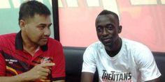 "Mantan bintang Persib Bandung, Makan Konate, dapat masihlah mengenakan No. punggung 10 dgn club barunya, T-Team. ""Konate bakal menggunakan jersey bernomor 10 layaknya No. yg dipakainya tatkala dgn tim Persib Bandung,"" kata T-Team di akun resmi Facebook-nya. Konate serta dianggap sudah menyatu bersama T-Team. Bahkan, pemain asal Mali tersebut membentuk satu gol dalam laga persahabatan"