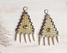 Triangles bohemian tribal earrings  Tipi par hinageshii sur Etsy