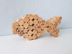 Making anchors with corks: maritime decoration homemade - Anker basteln mit Korken: Maritime Dekoration selbstgemacht DIY decorative fish from cork, before painting Beer Crafts, Diy Crafts To Do, Wine Cork Crafts, Easy Crafts, Wine Cork Projects, Craft Projects, Wine Cork Art, Wine Corks, Wine Bottles