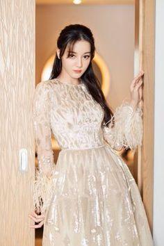 Beautiful Chinese Girl, Beautiful Asian Women, Bollywood Outfits, Islamic Girl, Prettiest Actresses, Stylish Girl Pic, Chinese Actress, Ulzzang Girl, Bae Suzy