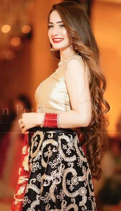 Beautiful Pakistani Dresses, Pakistani Dresses Casual, Patiala Suit Designs, Pretty Asian Girl, Girls Dp Stylish, Wedding Girl, Cute Girl Photo, Girls Dpz, Bridal Outfits