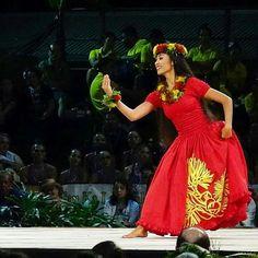 12. ʻAulani Kameaʻiʻomakamae Latorre-Holt Hālau: Hula Hālau 'O Kamuela Nā Kumu Hula: Kunewa Mook & Kau'ionālani Merrie Monarch 2016 Hawaiian Hula Dance, Hawaiian Dancers, Polynesian Dance, Polynesian Culture, Islas Cook, Hawaiian People, Hula Skirt, Island Wear, Hula Dancers