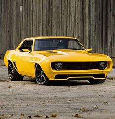 The Winner of Street Rodder's Triple Crown of Rodding is this 1969 Camaro Ford Mustang, Custom Camaro, Camaro Car, Camaro 1969, Auto Retro, Chevy Muscle Cars, Car Chevrolet, Yellow Car, Us Cars