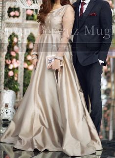 At an engagement – Mode Outfits Pakistani Fancy Dresses, Beautiful Pakistani Dresses, Pakistani Fashion Party Wear, Pakistani Wedding Outfits, Wedding Dresses For Girls, Pakistani Dress Design, Frock Design, Fancy Dress Design, Bridal Dress Design