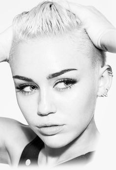 Miley Cyrus love her hair cut