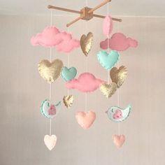Bebé móvil niña móvil cuna corazón móvil nube por EllaandBoo