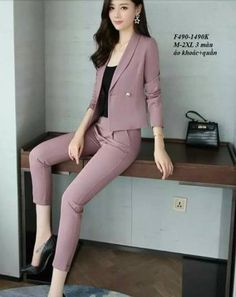 Ideas For Womens Suit Vest Outfit Classy Suit Fashion, Work Fashion, Fashion Outfits, Classy Work Outfits, Office Outfits, Business Outfits Women, Business Suit Women, Suits For Women, Clothes For Women