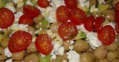 Ενας πολύ ωραίος τρόπος να τρώμε τα υγιεινά όσπρια !!!! Υλικά 250 γραμμάρια ρεβίθια βρασμένα2 κουταλιές σούπας ταχίνι8 ντοματίνια κομμένα στην μέση ή 4 ντο