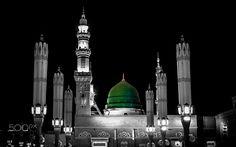 The Mosque of the Prophet of Islam Muhammad Sallallahu Alaihi Wasallam. The dome is also known as Gumbad-e-Khizra (The green dome of peace) due to its sacredness. Mecca Wallpaper, Allah Wallpaper, Islamic World, Islamic Art, Islamic Quotes, Mekka Islam, Ramadan, Medina Saudi Arabia, Al Masjid An Nabawi