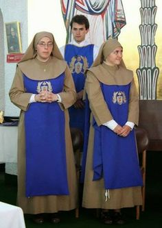 Unusual Snapshot Two Nuns in Habits The Nun's Story, Catholic Orders, Daughters Of Charity, Friend Of God, Nuns Habits, Religion, Lady Of Fatima, Bride Of Christ, Blessed Mother