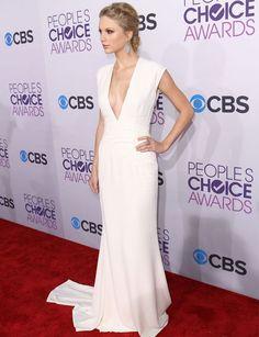 Taylor Swift - La cantante ha sido una de las mejor vestidas este 2013 gracias al escotado y elegante vestido de Ralph Lauren  que llevó en los People Choice Awards.