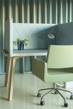 Couture table with screens, design: Marie Oscarsson | Giro conference chair, design: Sandin & Bülow