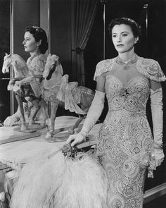 Barbara Stanwyck in The Lady Eve, 1941 Costume design by Edith Head Hollywood Icons, Hollywood Fashion, Old Hollywood Glamour, Golden Age Of Hollywood, Vintage Hollywood, Hollywood Stars, Hollywood Actresses, Classic Hollywood, Glamour Hollywoodien