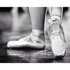 BLOCH Aspiration!  Photo from Pinterest: peddecordphoto.com  For more info head to our Bloch EU website. Link in bio   #Bloch #blocheu #pointeshoes #dance #aspiration
