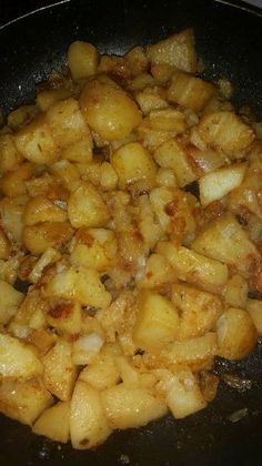 Great recipe for Fried potatoes with onions. Country Fried Potatoes, Best Fried Potatoes, How To Cook Potatoes, Smothered Potatoes, Stewed Potatoes, Gold Potato Recipes, Onion Recipes, Clean Recipes, Cooking Recipes