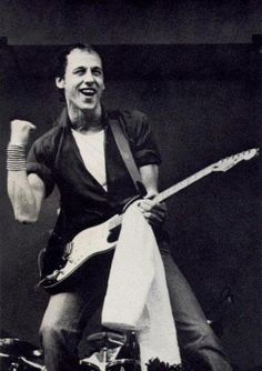 • Smoky MARK KNOPFLER.  Love him and his music.