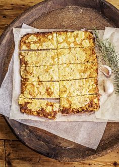 Cheesey Cauliflower 'Bread'sticks - Cooking with Tenina Cheesey Cauliflower, Cauliflower Breadsticks, Raw Food Recipes, Low Carb Recipes, Cooking Recipes, Vegetable Recipes, Drops Recipe, Low Gi Foods, No Cook Meals
