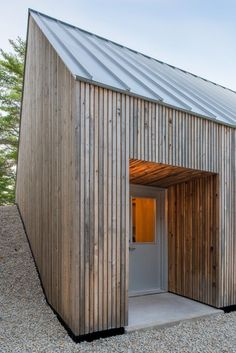 "Moore Studio, Omar Gandhi Architect, Hubbards, Nova Scotia, Canada, 2012 © Greg Richardson Photography Cite: ""Moore Studio / Omar Gandhi Architect"" 21 Sep 2012. ArchDaily. Accessed 06 Sep 2014. <http://www.archdaily.com/?p=272860>"