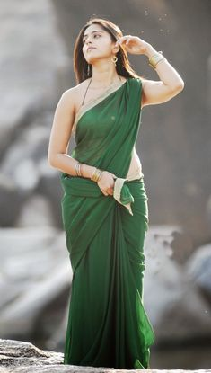 Oh ! Anushka Shetty: Anushka Shetty Cute and beautiful in Green Saree South Indian Actress SOUTH INDIAN ACTRESS | IN.PINTEREST.COM WALLPAPER EDUCRATSWEB