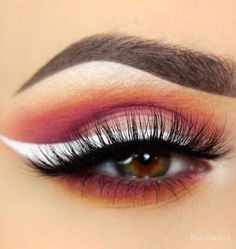 12 White Eyeliner Looks That Will Elevate Your Makeup Game White eyeliner can help you pull off every look from icy ballerina to high-fashion modster Eyeliner Make-up, Eyeliner Styles, How To Apply Eyeliner, Eyeliner Ideas, White Eyeliner Makeup, Sparkly Eyeshadow, Copper Eyeshadow, Baked Eyeshadow, Brown Eyeliner