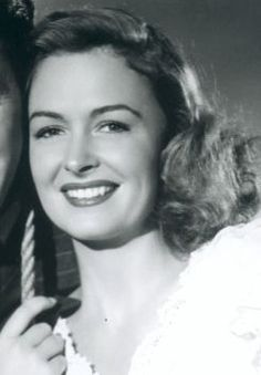 1921 - Actress, Donna Reed star of It's A Wonderful Life and the Donna Reed Show, was born on Jan. She passed away on Jan. Golden Age Of Hollywood, Vintage Hollywood, Hollywood Glamour, Hollywood Stars, Classic Hollywood, Vintage Vogue, Classic Actresses, Actors & Actresses, The Donna Reed Show