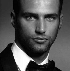 Bodybuilder, Beautiful Eyes, Gorgeous Men, Jesus Castro, Fitness Models, Hot Guys, Hot Men Bodies, Beyond Beauty, Charming Man