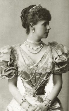 An early image of Queen Marie of Romania when Crownprincess, shortly after her marriage with Crownprince Ferdinand. 1893