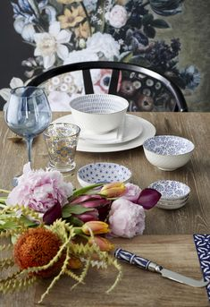 Food that nourishes and excites! Serve meals with a flourish of bold florals.