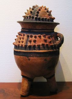 BOZO medicine-jar, Mali. Terracotta, pigment; 35 cm. Collection PD-Jipsinghuizen-NL.