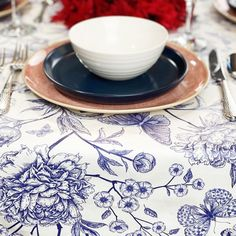 Festive, patriotic or just plain summery. This classic colour combination is a must for warmer weather, and sure to put you in a good mood! Contemporary Tabletop, Blue Table Settings, Table Top Design, Pattern Mixing, Different Patterns, Good Mood, Accent Colors, Memorial Day, Cleaning Wipes