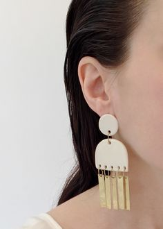 A woman's handbag and jewelry line focused on minimal elegant form that is both easy and artful.