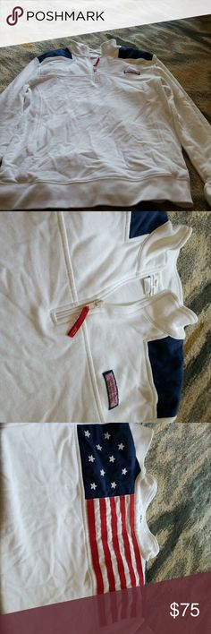 Vineyard vines sweat shirt Beautiful Vineyard vines sweat shirt, in great condition only worn once. Vineyard Vines Tops