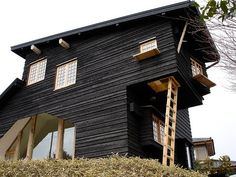 Shou sugi ban – stará japonská povrchová úprava dřeva - http://tamkdebydlime.cz/2015/12/shou-sugi-ban-stara-japonska-povrchova-uprava-dreva/