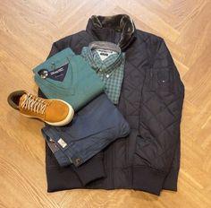 Set van de dag: Tommy Hilfiger Het jack, overhemd, de trui en chino zijn van Tommy Hilfiger. De stoere boots zijn van Timberland en vind je in onze shop-in-shop 'Shuz by van der Kam'.  www.vanderkamfashion.nl