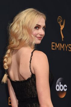 Zoom In on All the Elegant Beauty Looks From the Emmys Red Carpet Sophie Turner