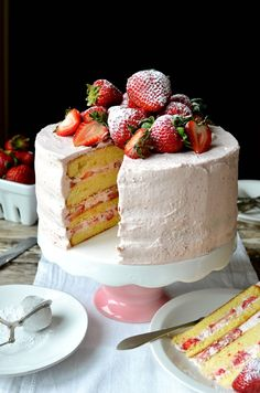 Strawberry Sponge Layer Cake with Strawberry Cream Frosting, for Mother's Day - MAMA ÍA Strawberry Wedding Cakes, Strawberry Sponge Cake, Strawberry Layer Cakes, Strawberry Birthday Cake, Vanilla Sponge Cake, Strawberry Recipes, Fresh Cream Birthday Cake, Strawberry Frosting, Vanilla Cake