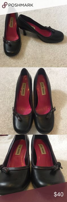 Steve Madden heels round toe pumps 7.5 These Steve Madden shoes are so cute and in excellent condition Photos show shows minor signs of wear Is still so much life left these heels, they're beautiful cute little bow on either side =] Feel free to make me an offer I have a bundle discounts if you like more than one thing from my closet Steve Madden Shoes Heels