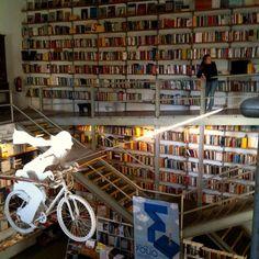 Livraria Ler Devagar by adolfomoraisdemacedo